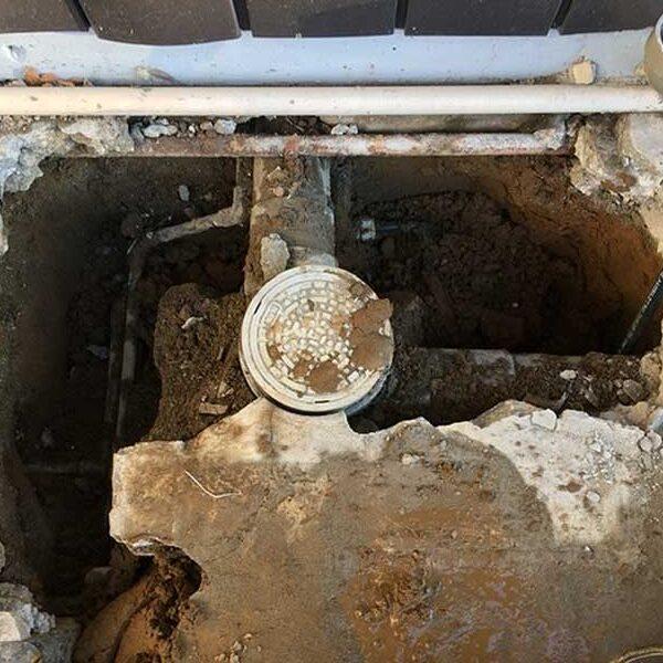 2 水道メーター建物側給水管露出