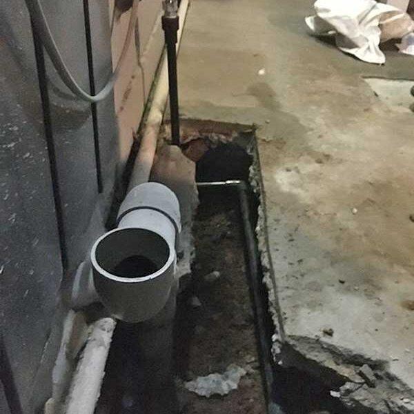 4 浴室横引き給水管配管