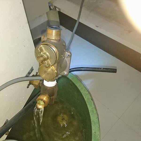 4 電気温水器取外し及び水抜き