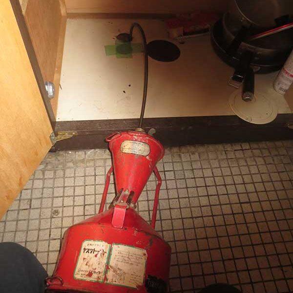 4 トーラ使用 流し台下排水管より洗浄