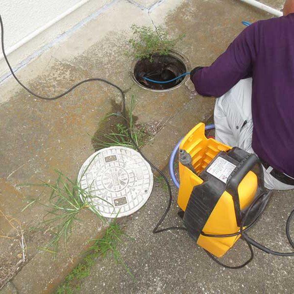 5 高圧洗浄機使用 排水溜桝より洗浄