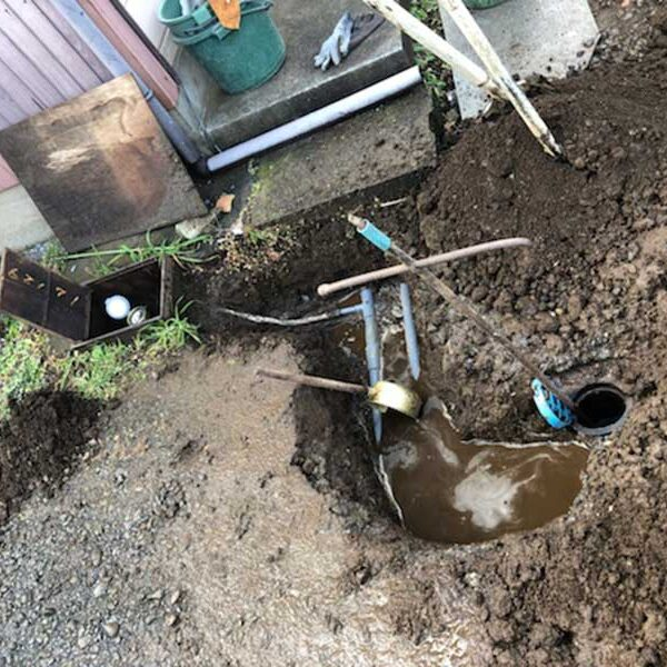 1 漏水状況及び掘削により配管露出