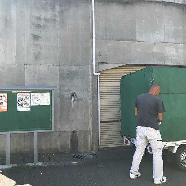 1 擁壁に設置 露出配管