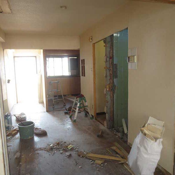 2 間仕切り及びドア解体