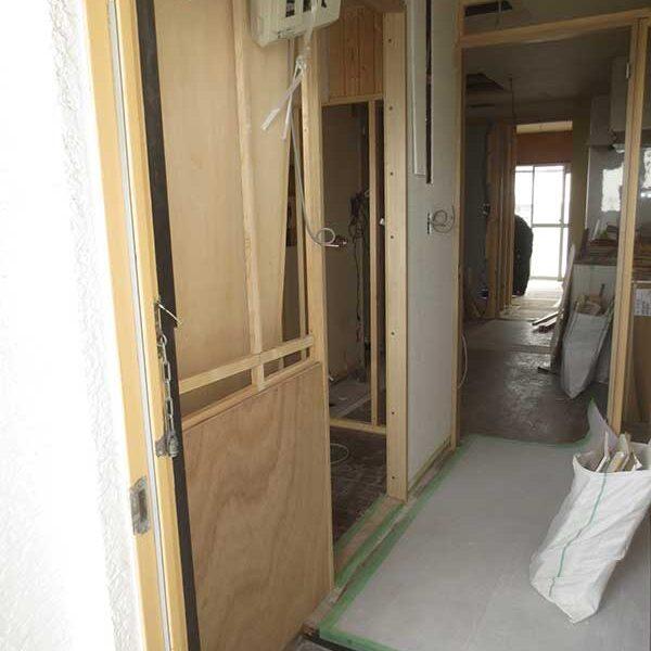 8 仕切り壁・木工事