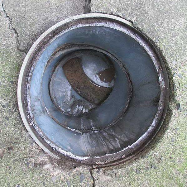 2、犬走りコンクリート脱落(下水桝)