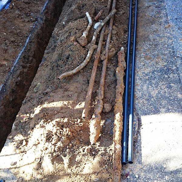3 既設給水管(鉄管)と新設給水管(塩ビ管)