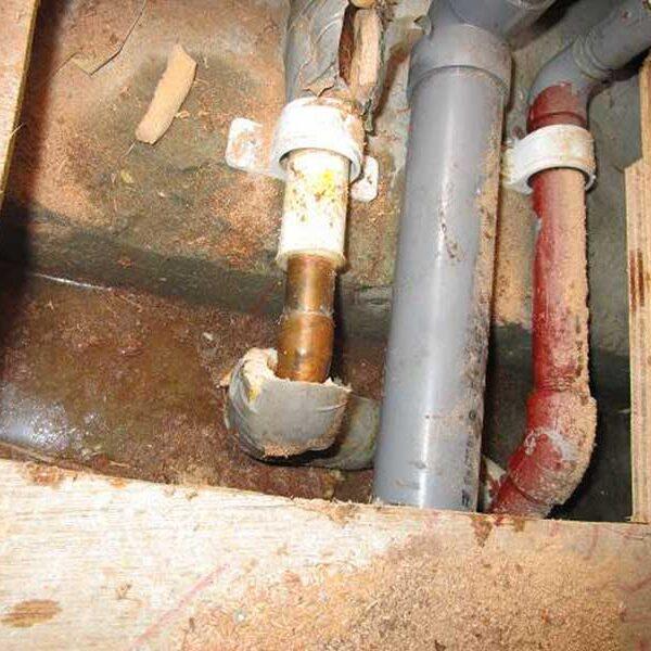 4 給湯管(銅管)漏水箇所