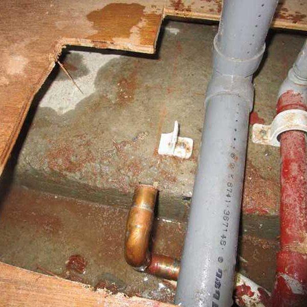 5 給湯管漏水箇所撤去