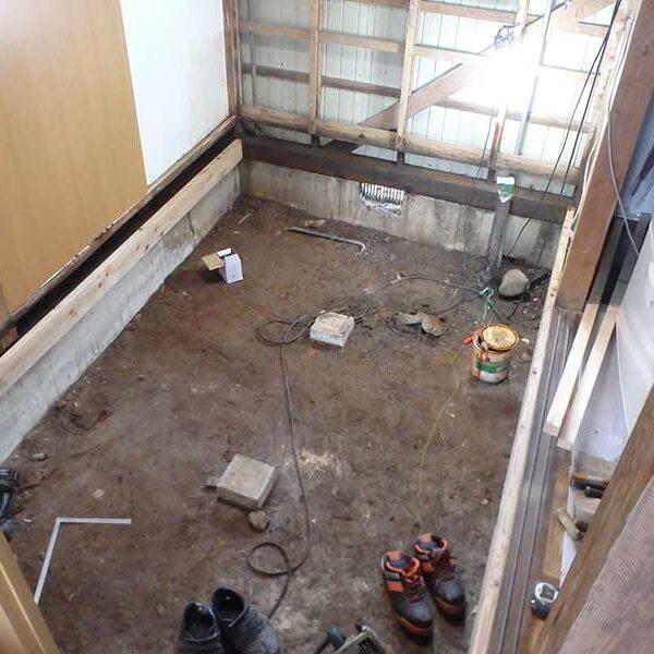 6 床・キッチン取付壁解体後