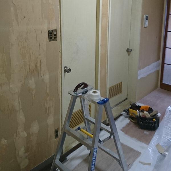 4 ダイニング浴室側壁クロス